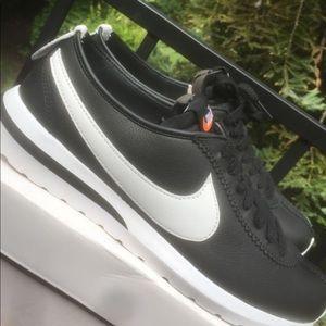 Nike Roshe Cortez Size 9